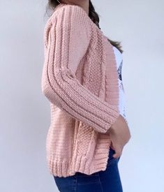 Cardigan Rose com Pérolas Cardigan Rosa, Knitting Designs, Knitting Patterns, Knit Cardigan Pattern, Pulls, Pullover, Womens Fashion, Sweaters, Outfits