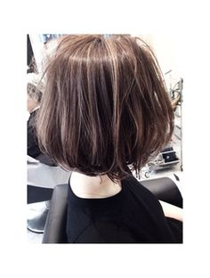 Messy brown bob with subtle highlights | SHIMA