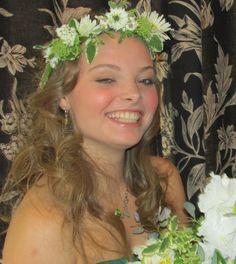 Fresh flowers in hair - this bride looks so happy!