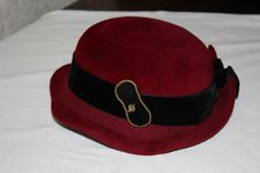 Lovely 50s hat with 2 brooches on both sides and a bow