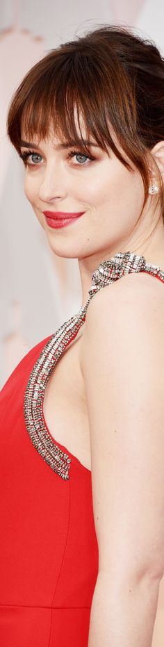 Pin for Later: See Every Award-Winning Oscars Beauty Look From 2015 Dakota Johnson Dakota eschewed any shades of gray in favor of red tones, including her soft shadow, dewy lip, and pretty ponytail. Oscar Hairstyles, 2015 Hairstyles, Fringe Hairstyles, Celebrity Hairstyles, Cool Hairstyles, Casual Hairstyles, Medium Hairstyles, Wedding Hairstyles, Blonde Haircuts
