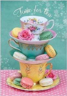 Pretty tea cups and pastel macarons, just need a nice cuppa and a good friend then it would be TEA TIME ( Oh si, té y macarrons, perfecto! Tee Set, Party Set, Afternoon Tea Parties, Cuppa Tea, Mad Hatter Tea, Mad Hatters, My Cup Of Tea, Cup And Saucer, Tea Time