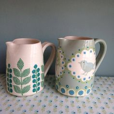 Katrin Moye click the image for more details. Katrin Moye click the image for more details. Pottery Painting Designs, Pottery Designs, Ceramic Plates, Ceramic Pottery, Ceramic Painting, Ceramic Art, Hand Painted Ceramics, Earthenware, Tea Pots