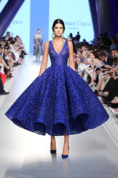 Couture Dress – World Wide Couture Michael Cinco Couture, Michael Cinco Gowns, Debut Gowns, T Length Dress, Evening Dresses, Prom Dresses, Unique Fashion, Fashion Design, High Fashion
