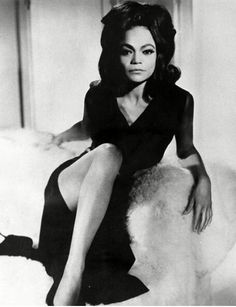 Peep The Beautiful Eartha Kitt Our First cat Woman Y'all Vintage Black Glamour, Vintage Beauty, Fashion Vintage, Retro Vintage, Black Girls Rock, Black Girl Magic, Classic Hollywood, Old Hollywood, Hollywood Glamour