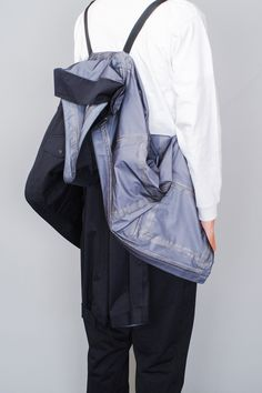A versatile jacket, with pockets, made with a high-performance fabric. Raincoat, Menswear, How To Wear, Jackets, Fashion, Rain Jacket, Down Jackets, Moda, Fashion Styles