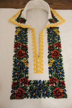Friendship Bracelets, Cross Stitch, Beaded Necklace, Embroidery, Costume, Dish Towels, Dots, Needlepoint, Beaded Collar