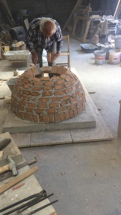 Fire Pit Grill, Fire Pit Backyard, Clay Pizza Oven, Build A Pizza Oven, Garden Sitting Areas, Pain Pizza, Oven Diy, Oven Design, Brick Bbq