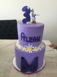 Daisy Duck birthday cake