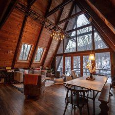 Chalé de madeira: 60 ideias apaixonantes para você fazer o seu A Frame House Plans, A Frame Cabin, Best Modern House Design, Tiny House Design, Location Airbnb, Cabins In The Woods, Home Fashion, Style At Home, Interior Decorating
