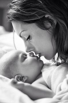 Perfect newborn photo a Mothers Love