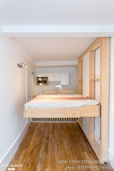 Un lit escamotable gain de place idéal pour les studios ou les petits appartements.