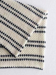 Crochet Black and White Modern Moss Stitch Blanket - Daisy Farm Crafts
