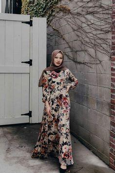 Fashion Wanita Berhijab Terbaru – Salim Soraya Modest Dresses, Stylish Dresses, Casual Dresses, Kebaya Dress, Frock Dress, Hijab Style Dress, Dress Outfits, Fashion Outfits, Street Hijab Fashion