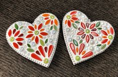 White heart hangers with mosaic flower pattern Valentine Messages, Valentine Gifts, Rainbow Glass, Wooden Hearts, Abstract Flowers, Ball Chain, Mosaic Glass, Flower Vases, Flower Patterns