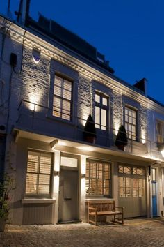 This gorgeous double-fronted Georgian town house is tucked away on a quiet mews in Kensington