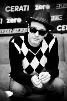 'Siempre es hoy, sos parte de mi ser'. Gustavo Cerati Soda Stereo, Perfect Love, My Love, Nada Personal, Rock Argentino, White Picture, Rock And Roll, Famous People, Hipster
