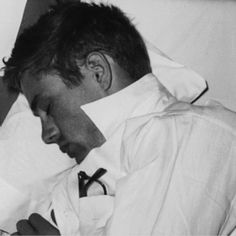 James Dean getting some shut eye Classic Hollywood, Old Hollywood, James Dean Pictures, Rebel Without A Cause, He Makes Me Happy, Jimmy Dean, East Of Eden, Gym Body, Black
