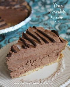 Foto: This Dark Chocolate Cream Pie is an easy make ahead dessert Get the recipe now http://chocolatechocolateandmore.com/2014/03/dark-chocolate-cream-pie/ pin it for later http://www.pinterest.com/pin/30047522488573428/