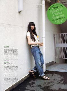 山下リオ A Guy Who, Fashion Pictures, Cute Girls, Mom Jeans, Kawaii, Guys, Shorts, How To Wear, Pants