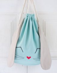 Mochila conejo_mint bags for kids Sewing For Kids, Baby Sewing, Diy For Kids, Fabric Crafts, Sewing Crafts, Sewing Projects, Fabric Bags, Kids Bags, Handmade Bags