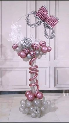 Balloon Crafts, Balloon Gift, Balloon Garland, Balloon Ideas, Birthday Balloon Decorations, Diy Wedding Decorations, Birthday Balloons, Balloon Centerpieces Wedding, Graduation Decorations