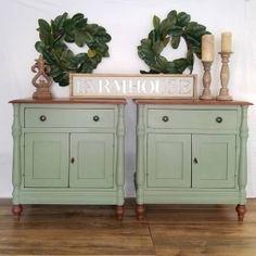 Milk Paint Furniture, Green Painted Furniture, Vintage Bedroom Furniture, Farmhouse Furniture, Colorful Furniture, Furniture Makeover, Diy Furniture, Furniture Design, Furniture Refinishing