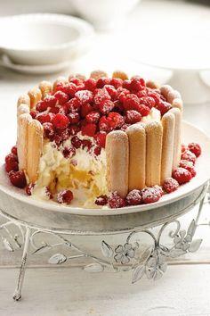Suurlemoenpoeding, As jy van 'n surigheid hou, is dié een net vir jou. Dit vorm vanself 'n heerlike sous onderin die bakkie Cheesecake Recipes, Dessert Recipes, Decadent Cakes, Tiramisu Cake, Pastry Cake, Food Festival, Something Sweet, Christmas Treats, Baked Goods