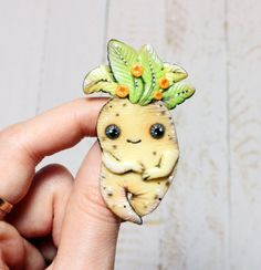 A cute Mandrake pin that lets everyone know what your favorite class is, despite the screams. 31 Gifts That Will Make Any Hufflepuff Love You Forever Harry Potter Halloween, Harry Potter Pin, Harry Potter Decor, Harry Potter Mandrake, Pokemon, Harry Potter Merchandise, 31 Gifts, Xmas Gifts, All I Ever Wanted