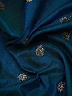 Kerala Saree Blouse Designs, Wedding Saree Blouse Designs, Saree Blouse Neck Designs, Kanjivaram Sarees Silk, Indian Silk Sarees, Pure Silk Sarees, Trendy Sarees, Stylish Sarees, Silk Sarees Online Shopping
