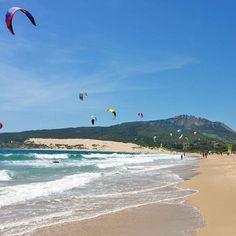 A veces sólo paseamos... #Valdevaqueros #Tarifa #nosgustalaplaya #sol #playa #viento #arena #aguasalada #kitesurfing #EspírituGuau