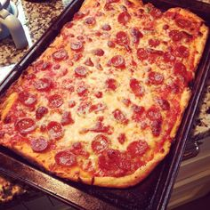 Homemade pepperoni pizza recipe