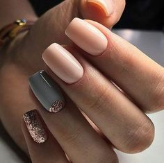 Love this glitter accent manicure.