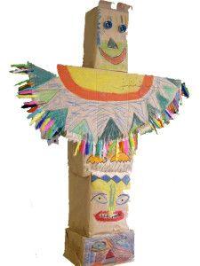 """En décembre dernier, j'ai animé un atelier création de """"Totems"""" pour les enfants de l'Institut Médico-Educatif Jean Perrin à Brest (section des grands). Il s'agissait de créer des totems en carton et matériaux de récup' en adaptant l'activité aux enfants... Totems, Theme Carnaval, Diy For Kids, Crafts For Kids, Cowboys, Le Far West, Continents, Pocahontas, Diy Projects"""