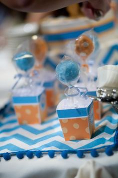cake pops in boxes- hot air balloons