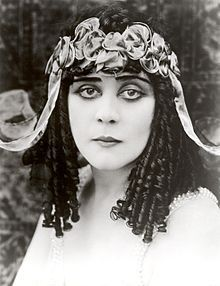 """Theda Bara , stage name of Theodosia Burr Goodman ( Cincinnati , July 29th 1885 - Los Angeles , April 7 1955 ), was an ' actress United States , the first """" vamp """"or"""" femme fatale """"of the film ."""