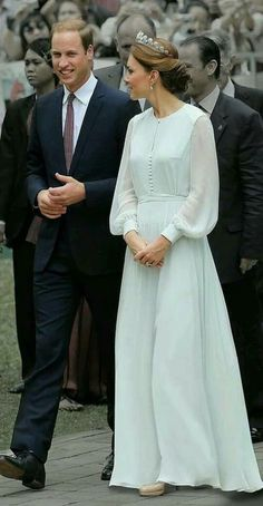 Inspired by Kate Middleton Light Blue Celebrity Dresses A Line Chiffon Sheer Long Sleeve Covered Button Prom Dresses Evening Formal Gowns