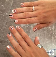 The advantage of the gel is that it allows you to enjoy your French manicure for a long time. There are four different ways to make a French manicure on gel nails. The choice depends on the experience of the nail stylist… Continue Reading → Diy Nails, Cute Nails, Pretty Nails, Minimalist Nails, Trendy Nail Art, Stylish Nails, Nails Ideias, Nailed It, Gel Nagel Design