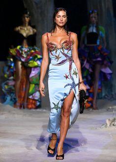 Versace Fashion, Couture Fashion, Runway Fashion, High Fashion, Fashion Show, Fashion Outfits, Versace Versace, Donatella Versace, Winter Mode