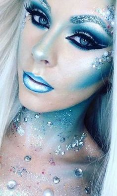 n fantasy-makeup-ideas-blue-ombre-lips-snow-ice-queen-sparkly-crystals-halloween-334×500