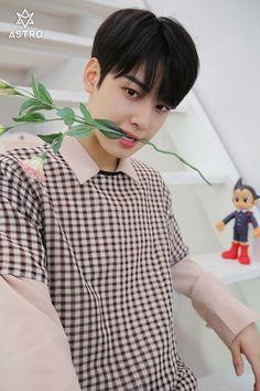 ..........L...Li.....Little Astro Boy behind him