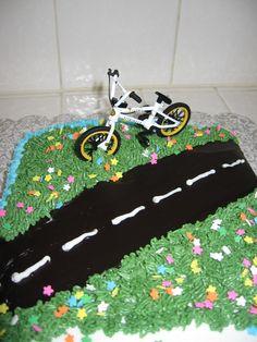 Bike Cake | lynndaviscakes