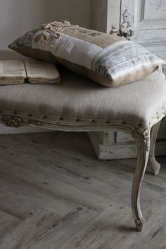 linen and beautiful lines♥ Inspiration for a new pillow creation!