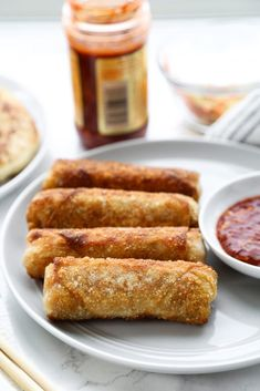Easy Vegetable Egg Rolls - Pickled Plum Food And Drinks Egg Roll Recipes, Beef Recipes, Real Food Recipes, Vegan Recipes, Vegetable Egg Rolls, Vegetable Dishes, Yummy Appetizers, Appetizers For Party, Party Snacks