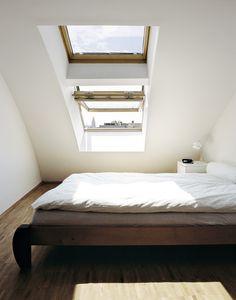 aménager ses combles et faire entrer la lumière grâce aux fenêtres velux.fr #bedroom