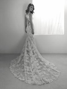 Rua: Two-in-one wedding dress. Elegant and sensual | Pronovias 2018 | Pronovias