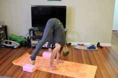 This post helps you on the with 4 drills to learn floating and improve body mechanics for a press handstand. Handstand Training, Press Handstand, Yoga Handstand, Handstands, Iyengar Yoga, Ashtanga Yoga, Vinyasa Yoga, Handstand Progression, Gymnastics Workout