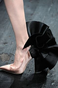 Valentino Haute Couture 2009 shoes. Fashion is something that comes after style. Be sure to combine them wisely.