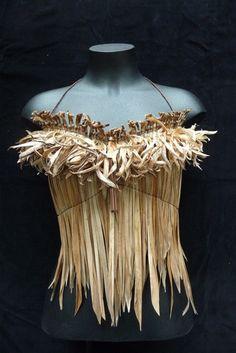 Ti kouka bodice by Raewyn Hildreth Flax Weaving, Hand Weaving, Maori Patterns, Maori Designs, Maori Art, Weaving Projects, Recycled Fashion, Weaving Techniques, Flower Crafts