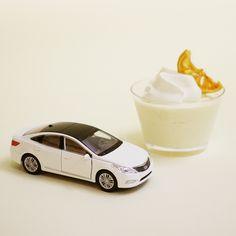 상큼한 #레몬 #케이크 와 함께 여유로운 #티타임 을 즐기는 건 어떠세요?  How about enjoying a relaxing #teatime with a refreshing #lemon #cake ?  #Hyundai #motor #car #white #Grandeur #Azera #toy  #sweet #spring #date #daily #diecast #현대자동차 #그랜저 #장난감 #자동차 #다이캐스트 #디저트 #달콤 #봄 #데이트 #일상 #소소잼